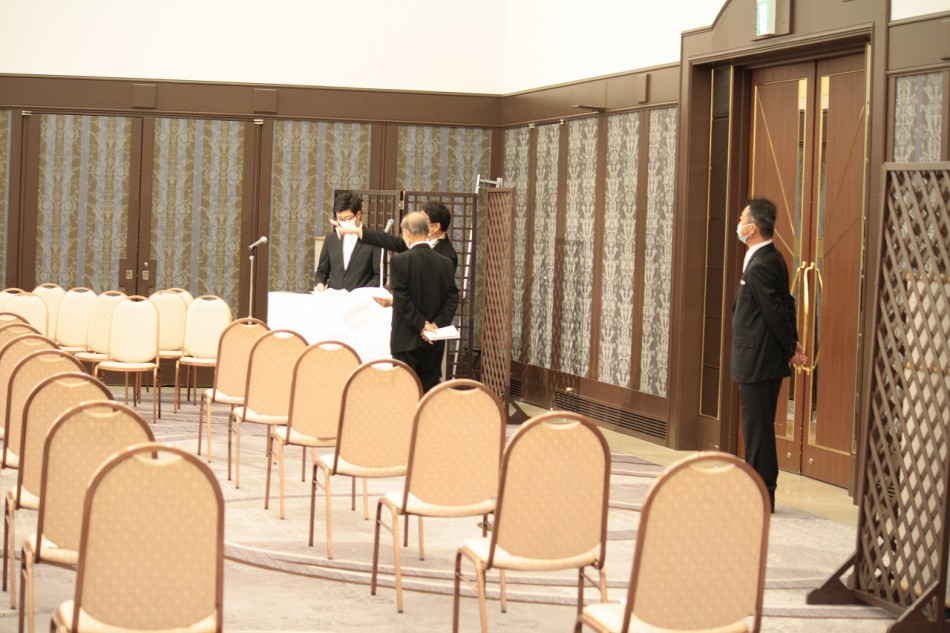 大阪動植物海洋専門学校卒業式の最終打ち合わせ