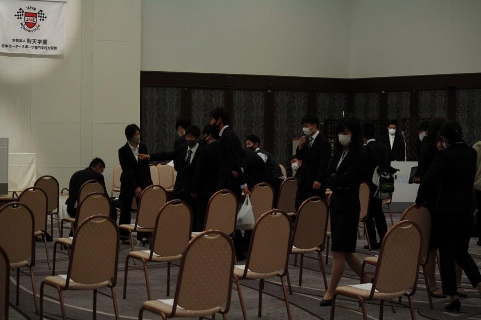 大阪動植物海洋専門学校卒業式で学友と久しぶりの再会