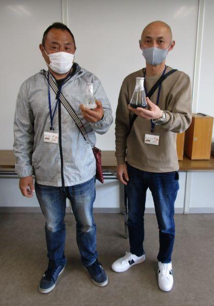 6 ユーカリ生産者の廣田憲泰氏(右)