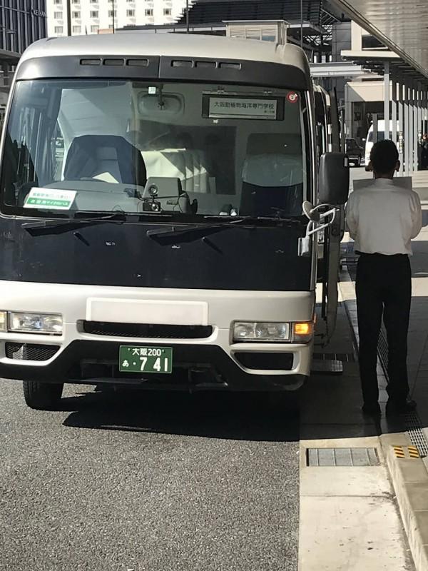 実習場行きのバス